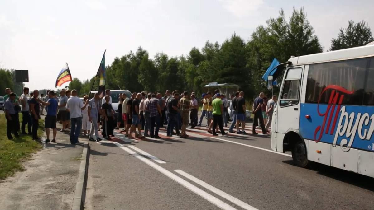 Шахтеры, которым не выплачивают зарплату, перекрыли трассу на Львовщине
