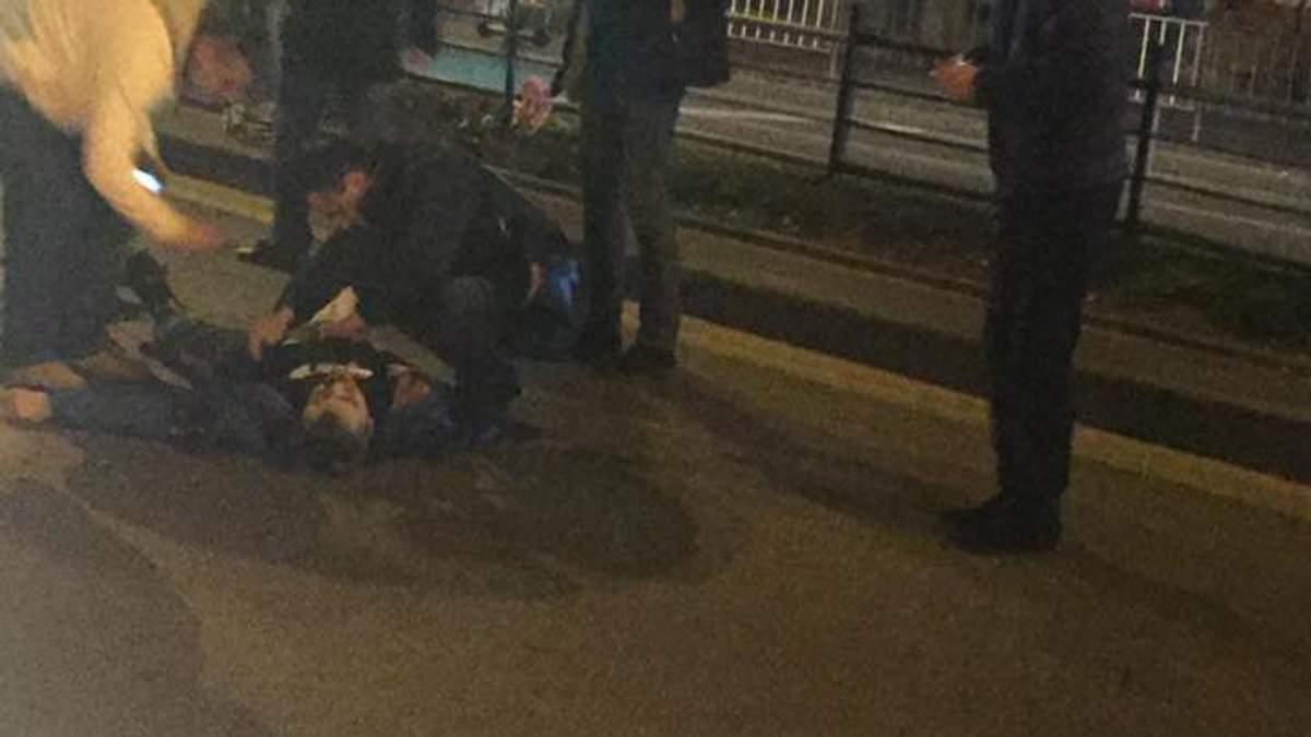 Чоловік порізав ножем людину та потрапив під колеса у Львові