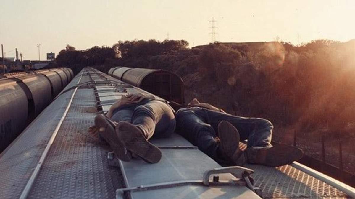 Львів'янку вдарило струмом, коли та робила селфі на даху потяга