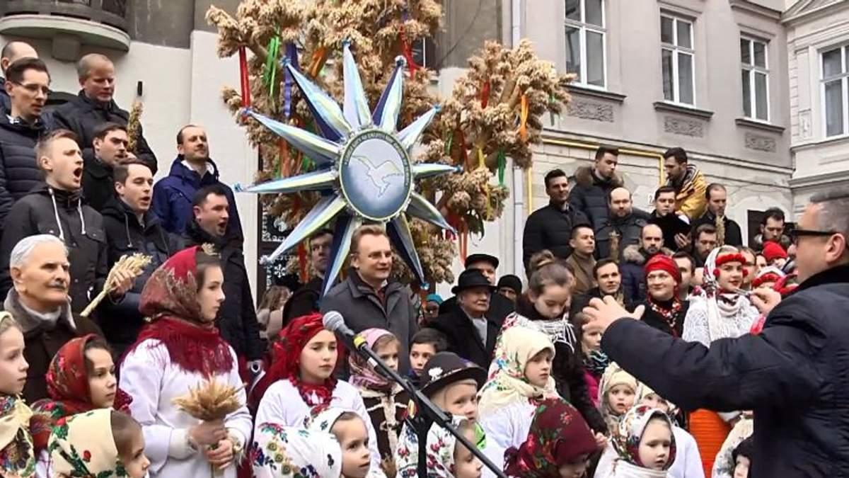 У Львові встановили гігантського дідуха висотою у понад 3 метри