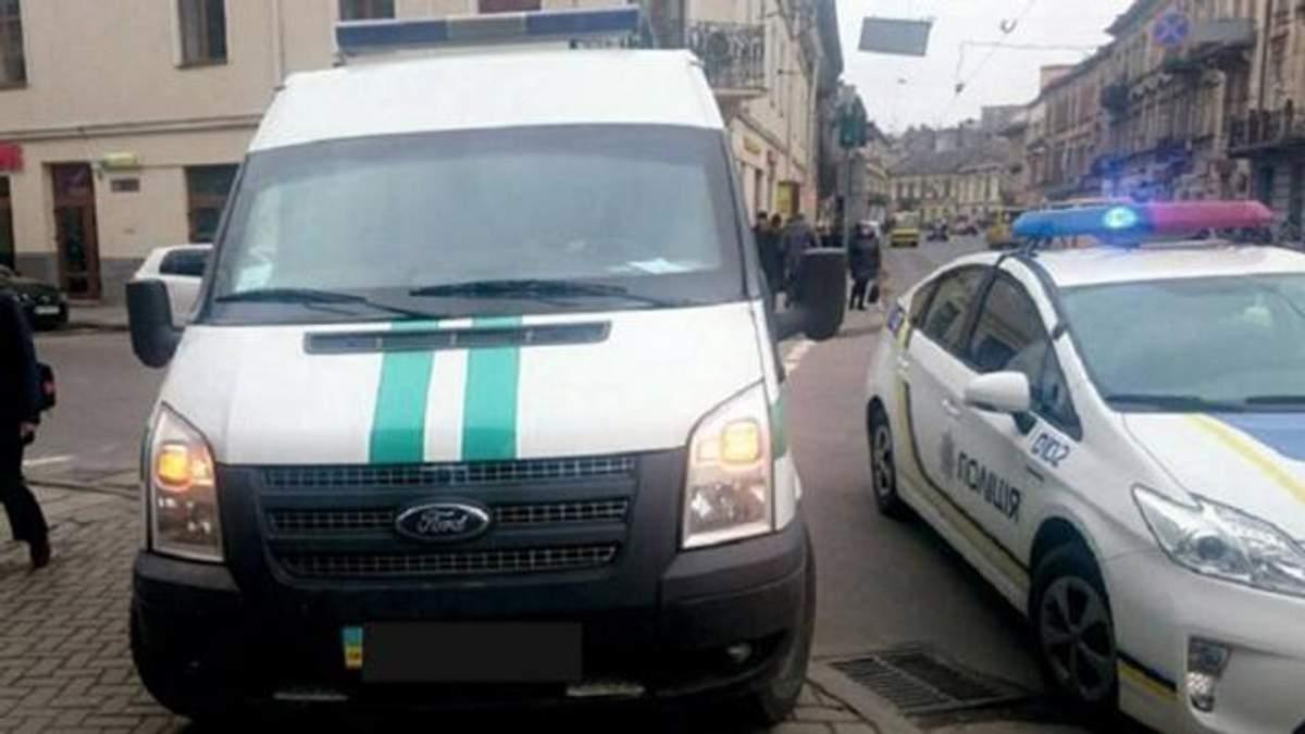 Інкасаторське авто збило жінку на переході у Львові