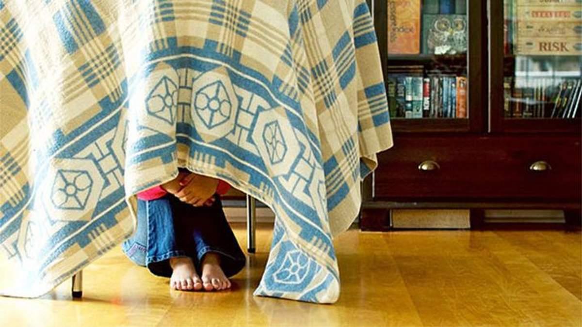 Мати оголосила в розшук сина, який ховався вдома за ліжком