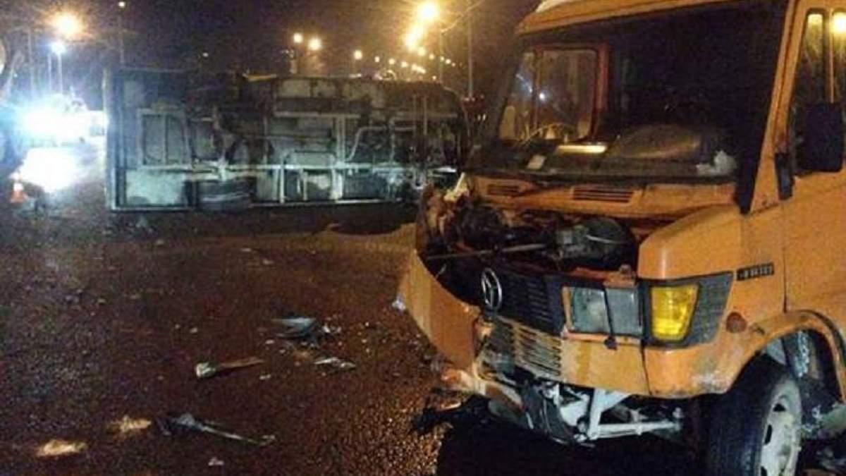 У Львові не розминулися маршрутка та мікроавтобус, є постраждалі