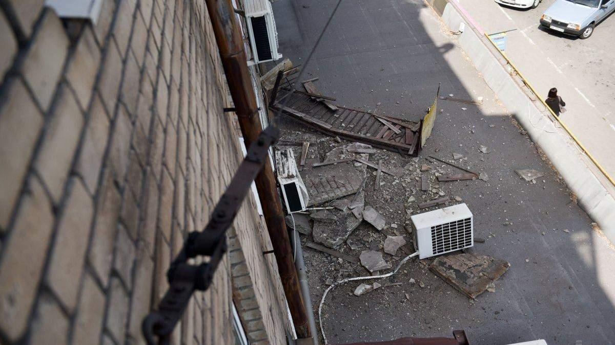 Во Львове пьяный мужчина выпал с балкона
