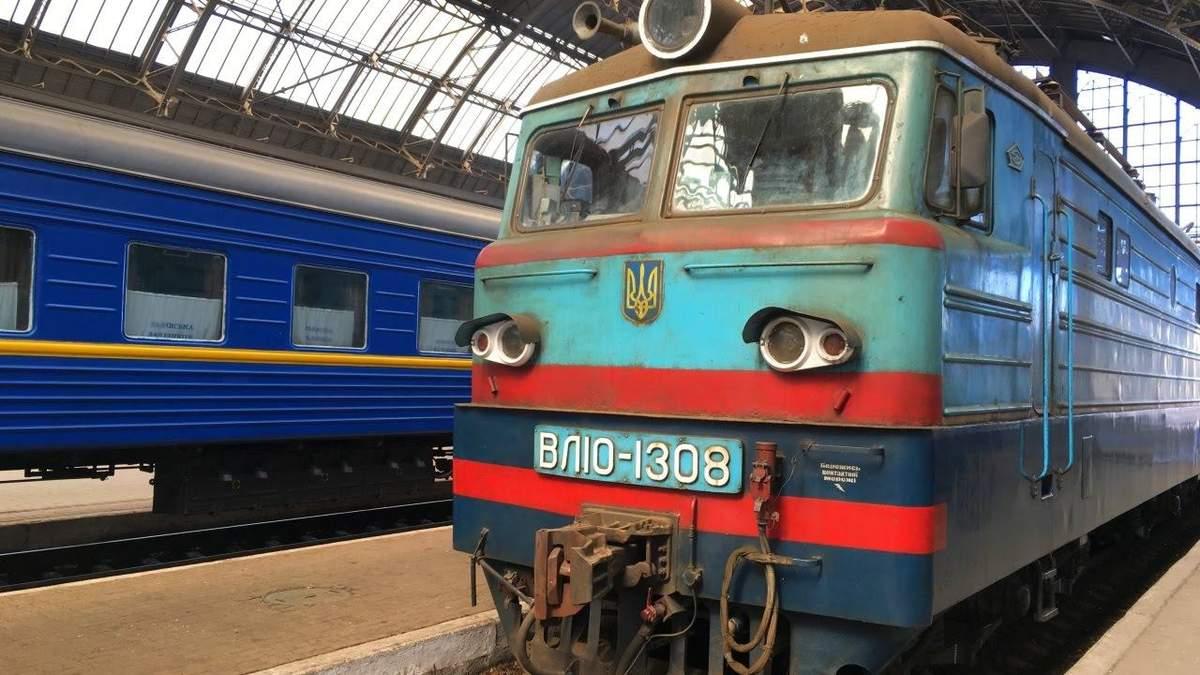 """В поезде """"Львов – Запорожье"""" умерла пассажирка: движение задержали"""