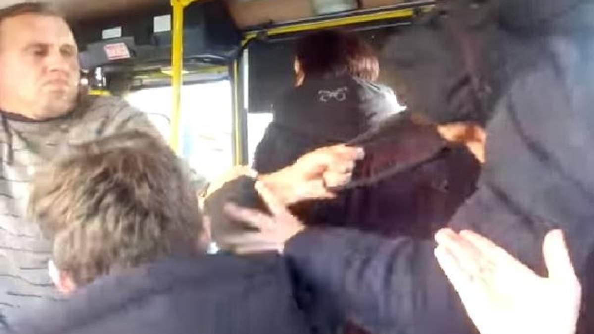 Во Львове водитель маршрутки набросился на несовершеннолетнего