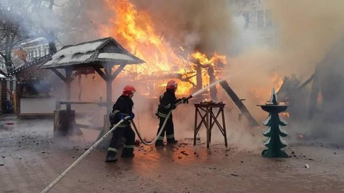 Пожар на Рождественской ярмарке во Львове: один из пострадавших умер