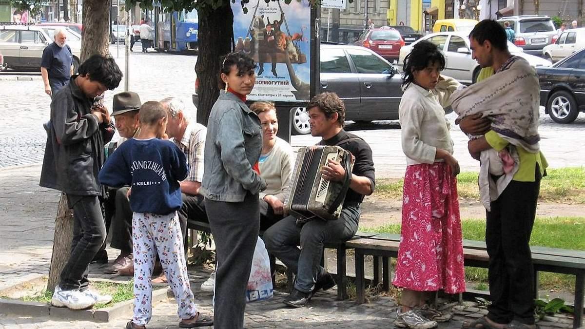 """Во Львове разоблачили полицейских, которые """"крышевали"""" преступления ромов"""