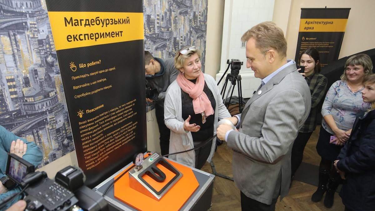 Садовий у Львові запровадив щомісячні стипендії для науковців
