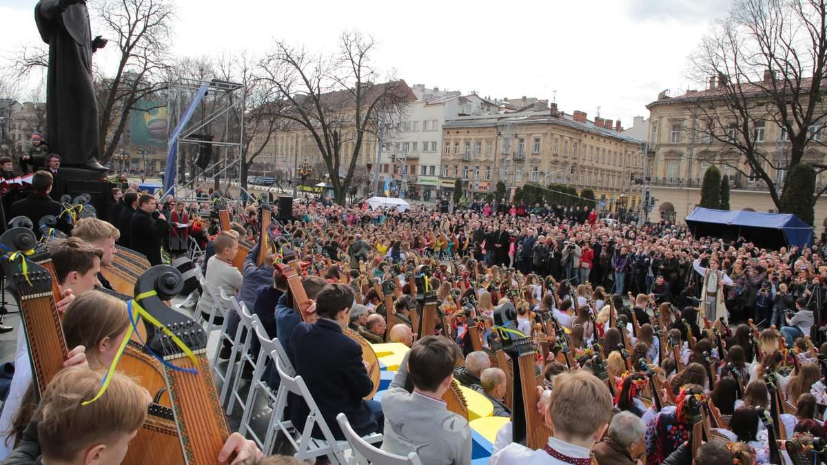 Бандуристы установили рекорд ко дню рождения Шевченко: увлекательное видео