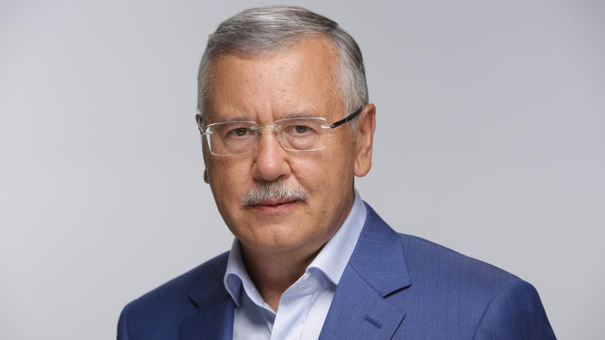 Гриценко розповів, як змушують військових приходити на зустріч із Порошенком