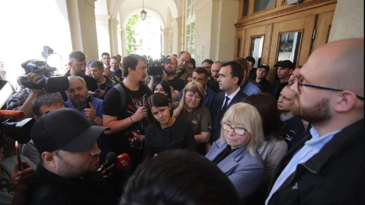 Группа псевдоактивистов штурмом захватила Львовский городской совет