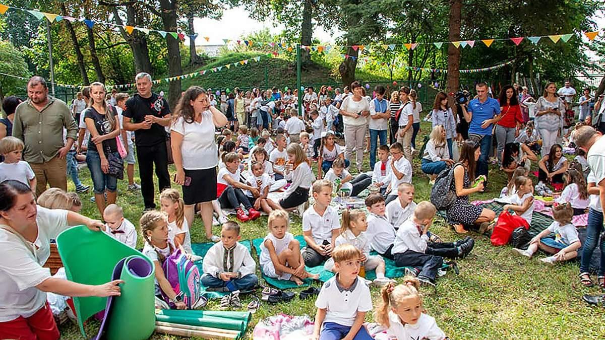 Львівські школярі здивували незвичним святкуванням Дня знань: промовисті фото, відео