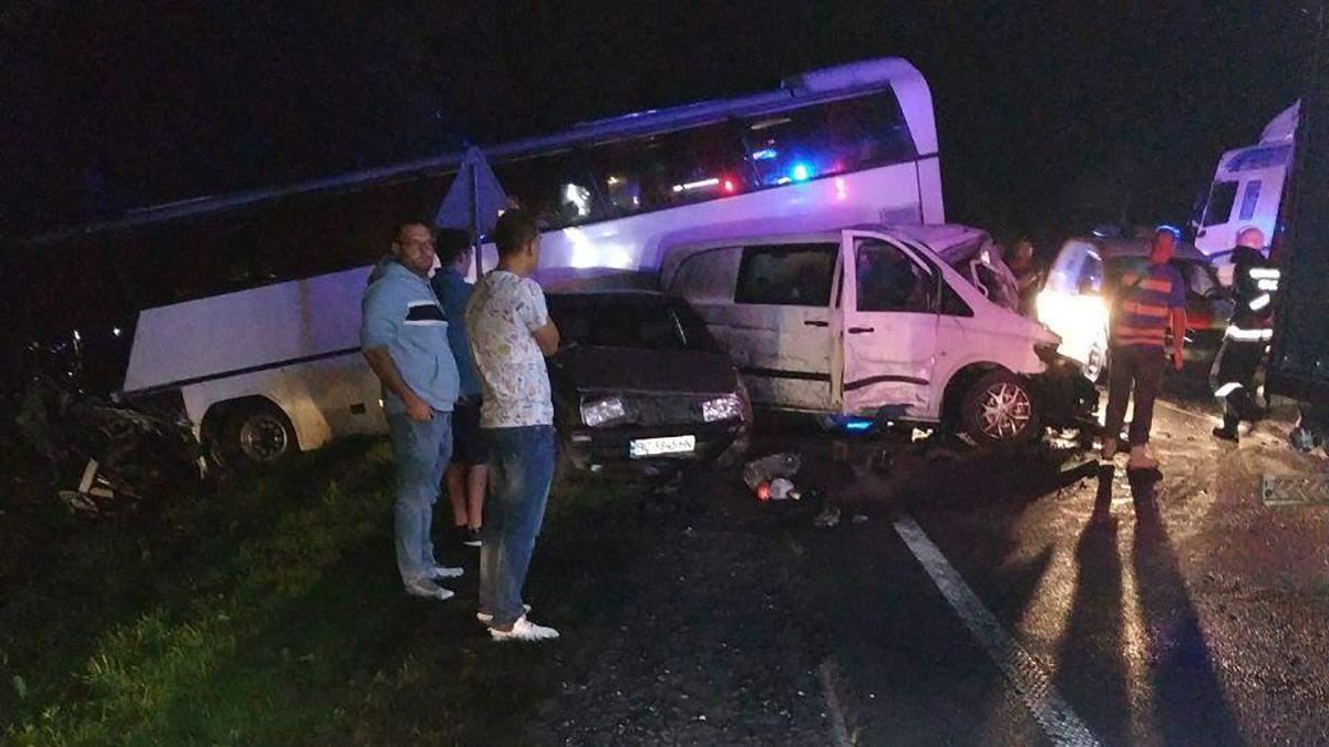 ДТП автобуса з дітьми під Львовом – є жертви: фото, відео аварії