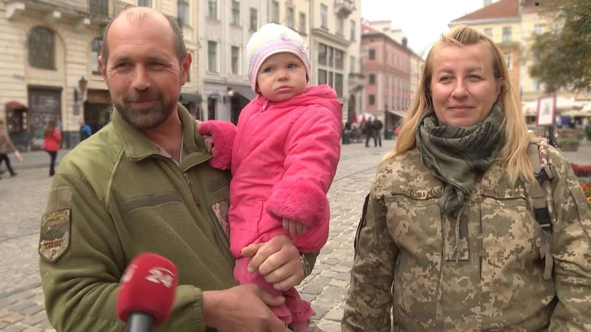 Військова, яка виховує дитину на фронті: зворушлива історія