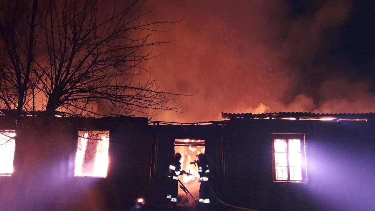 Через пожежу на Львівщині загинув офіцер, ще один постраждав