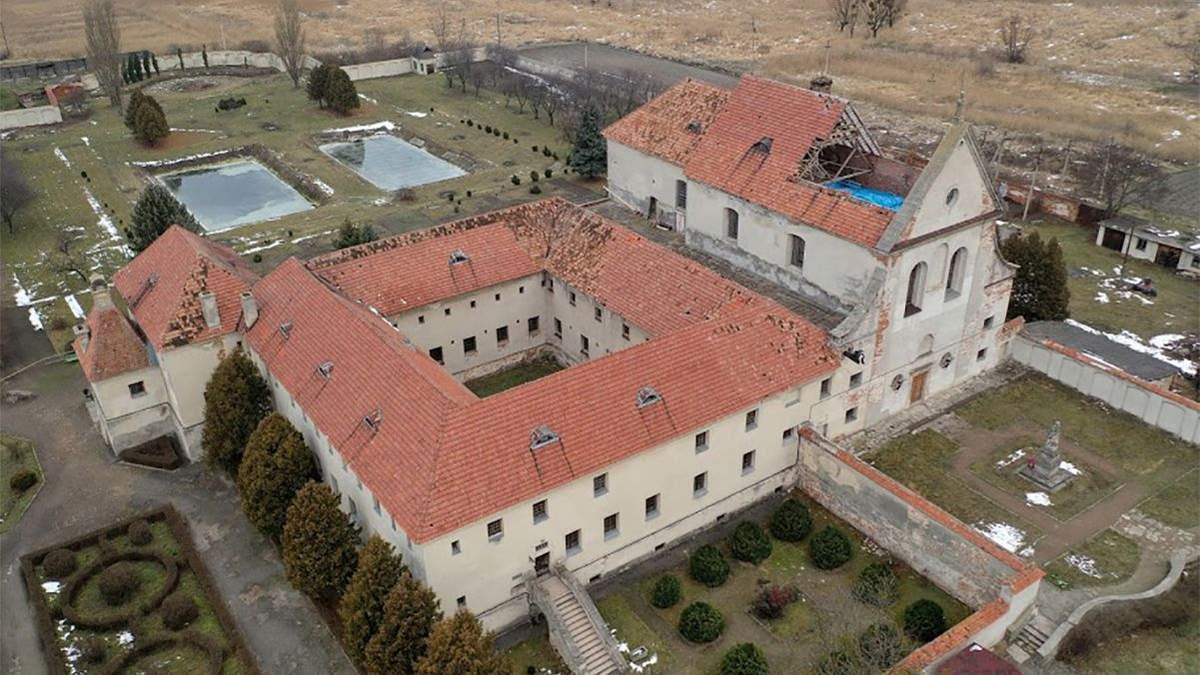 Біля Олеського замку обвалився дах національної пам'ятки – сховища Львівської галереї мистецтв