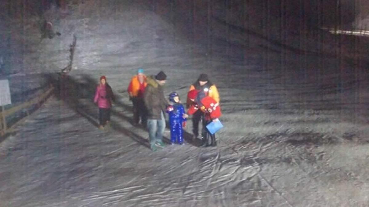 На Львовщине туристы застряли на горнолыжном подъемнике