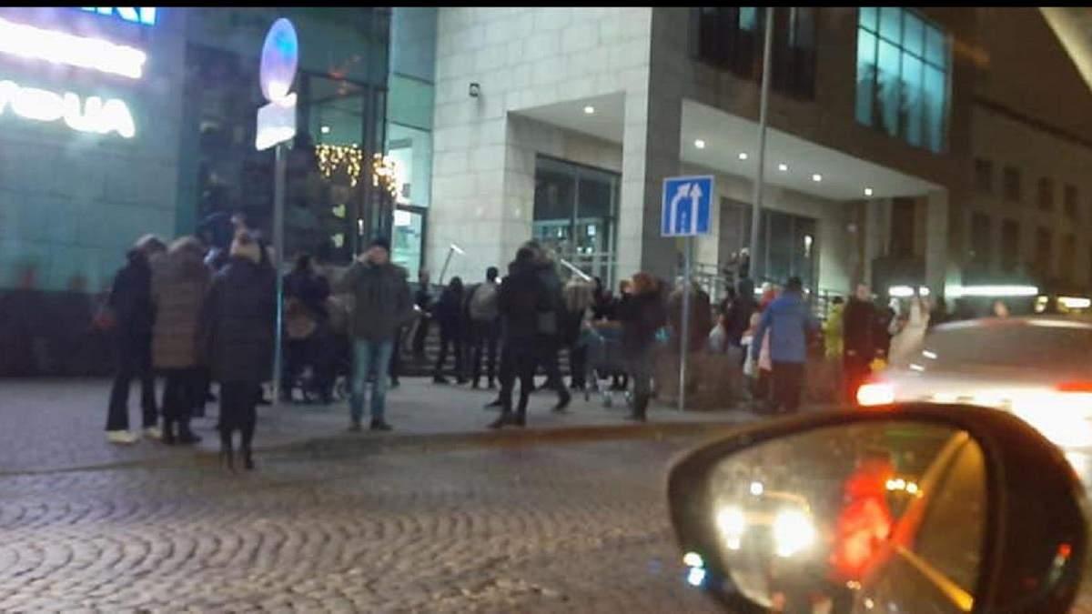 У Львові у популярному ТРЦ сталася пожежа
