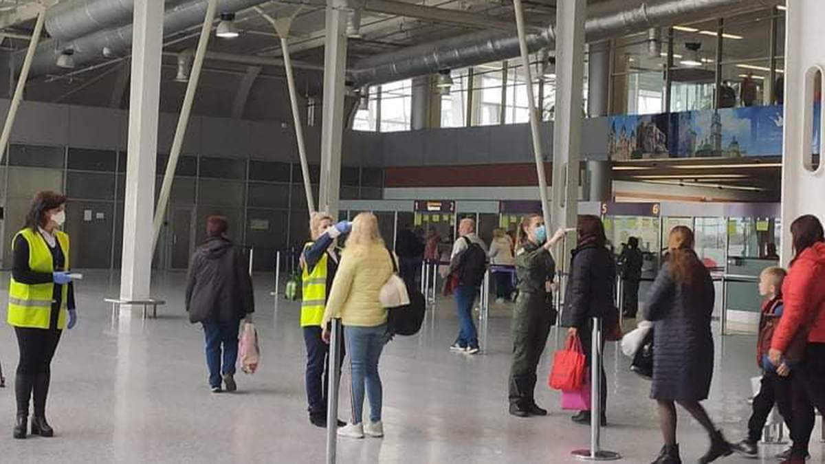 В аеропорту Львова запровадили особливий режим через коронавірус