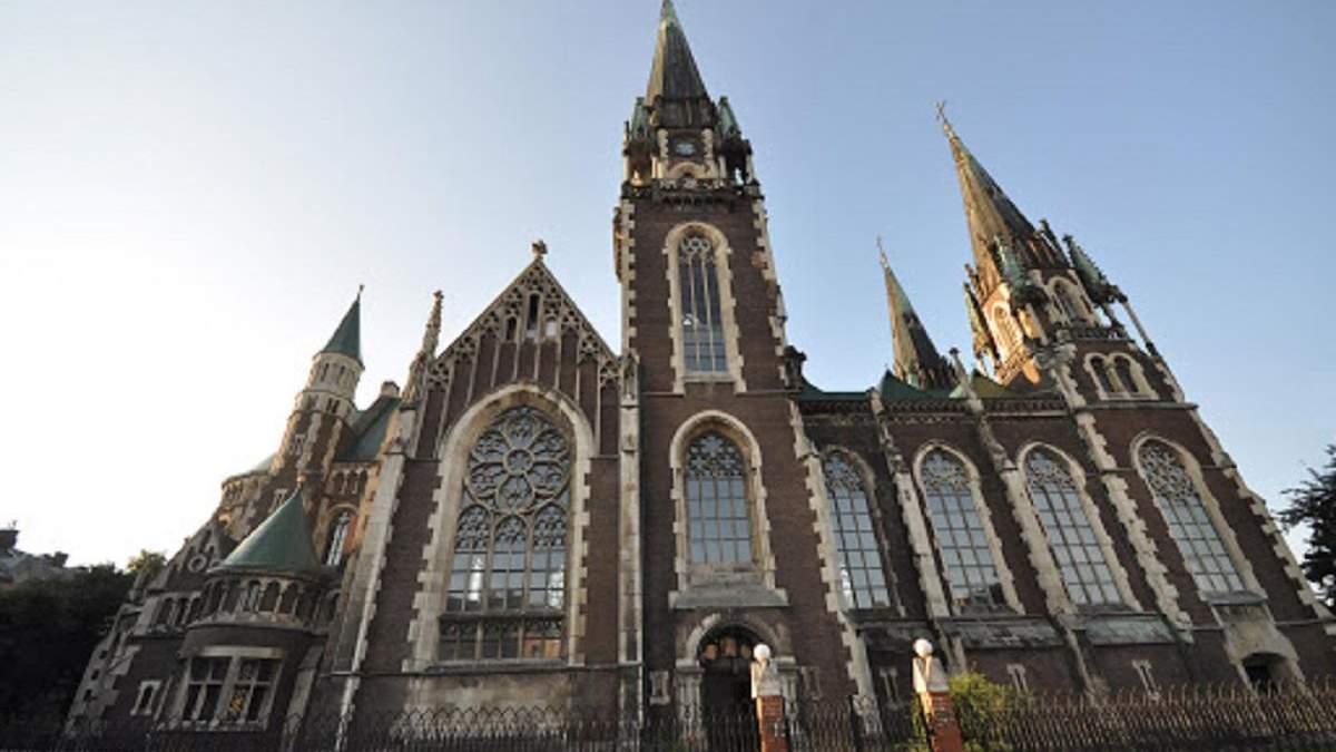 Карантин и церковь: во Львове правят богослужения в пустых церквах – фото