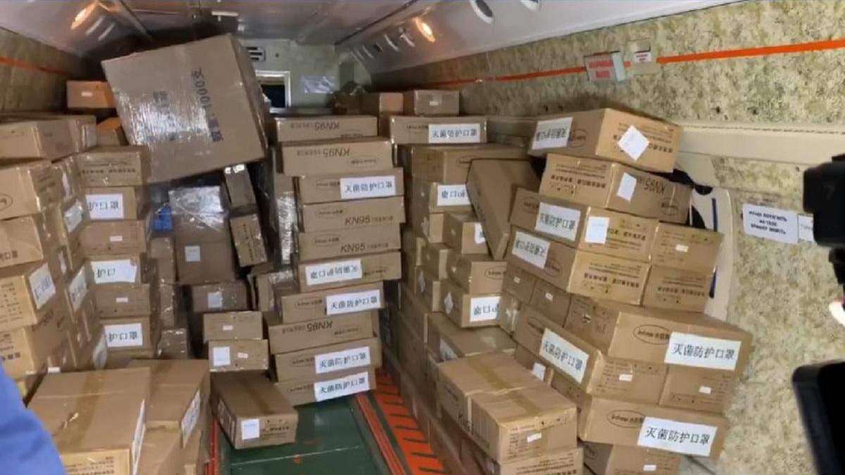 Тести на коронавірус та захисні маски прибули з Києва до українських міст: фото, відео