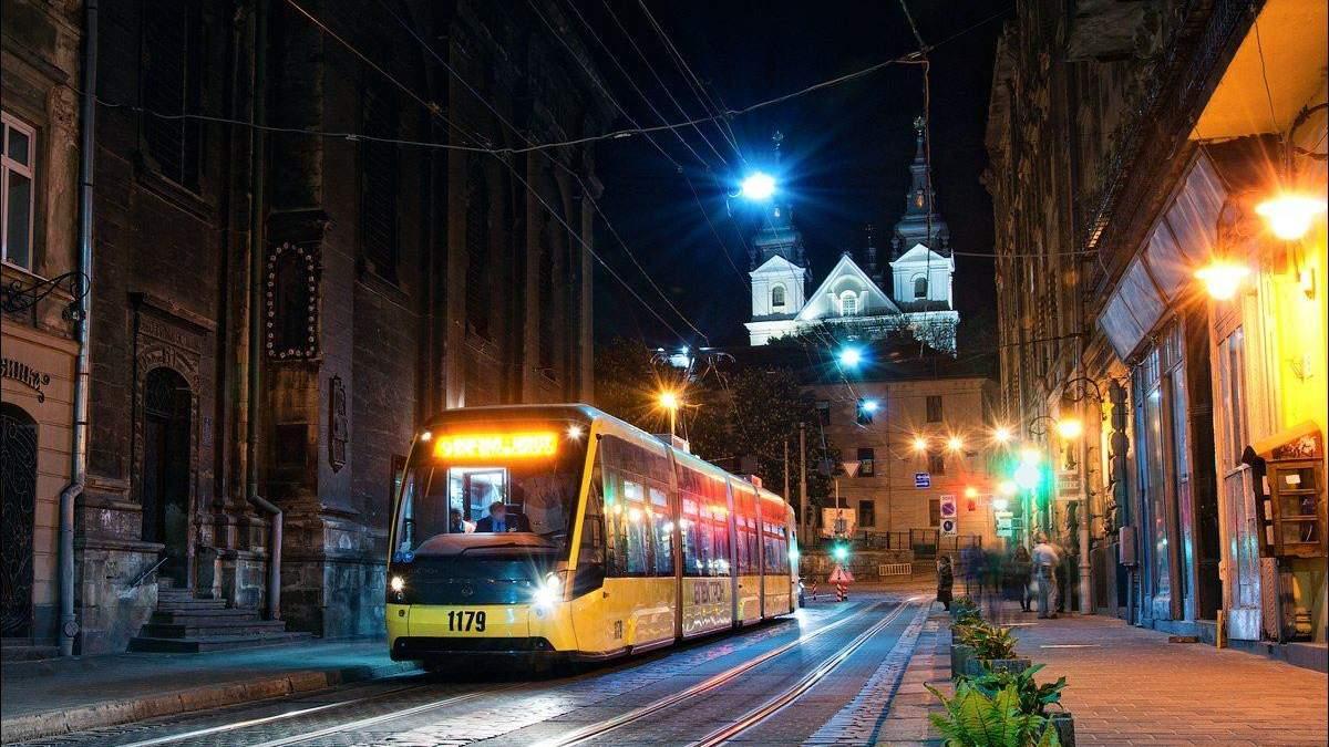 У Львові експрес-тест на коронавірус показав позитивний результат у водійки трамваю