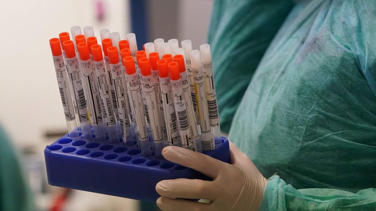 Во Львове длится массовое экспресс-тестирование на COVID-19: сколько еще подозрений обнаружили