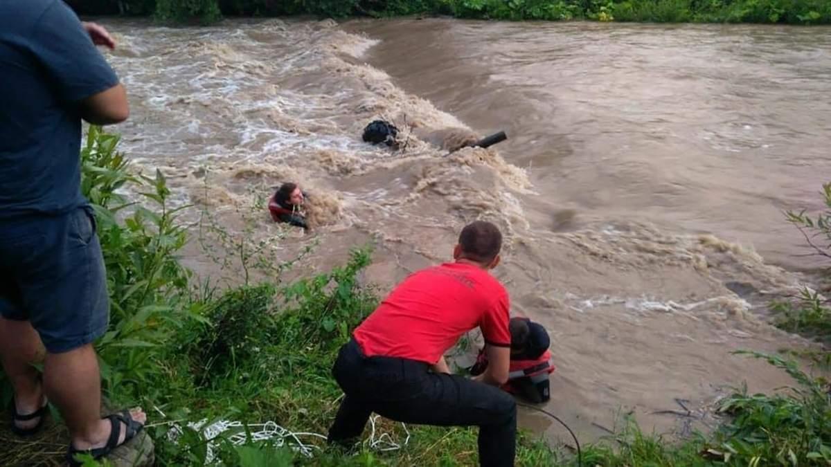 Чоловіка знесло в річку на квадроциклі 21.07.2020: фото