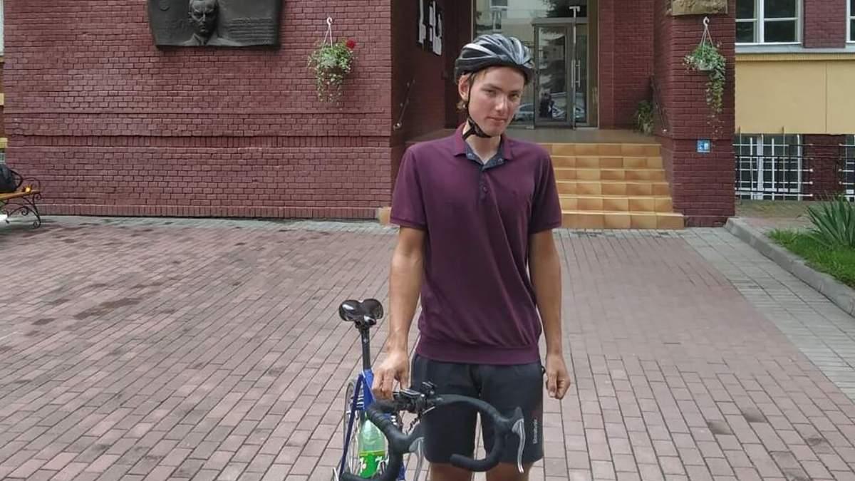 Хлопець проїхав 500 км на велосипеді, щоб подати документи до вишу