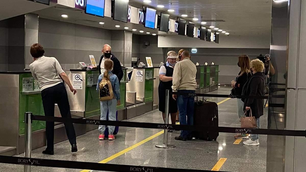 Аеропорт Львів 15 жовтня повністю знеструмило: пасажирів реєстрували вручну