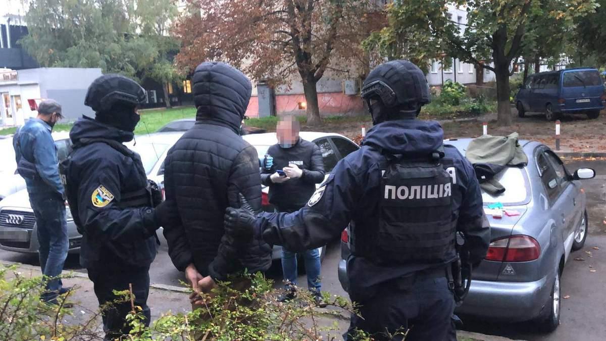 Наркотиків майже на мільйон: у Львові затримали наркодилерів – фото
