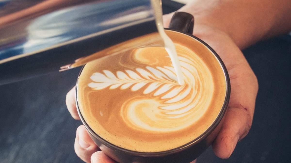 У Львові каву з собою наливатимуть у їстівні горнятка: деталі проєкту