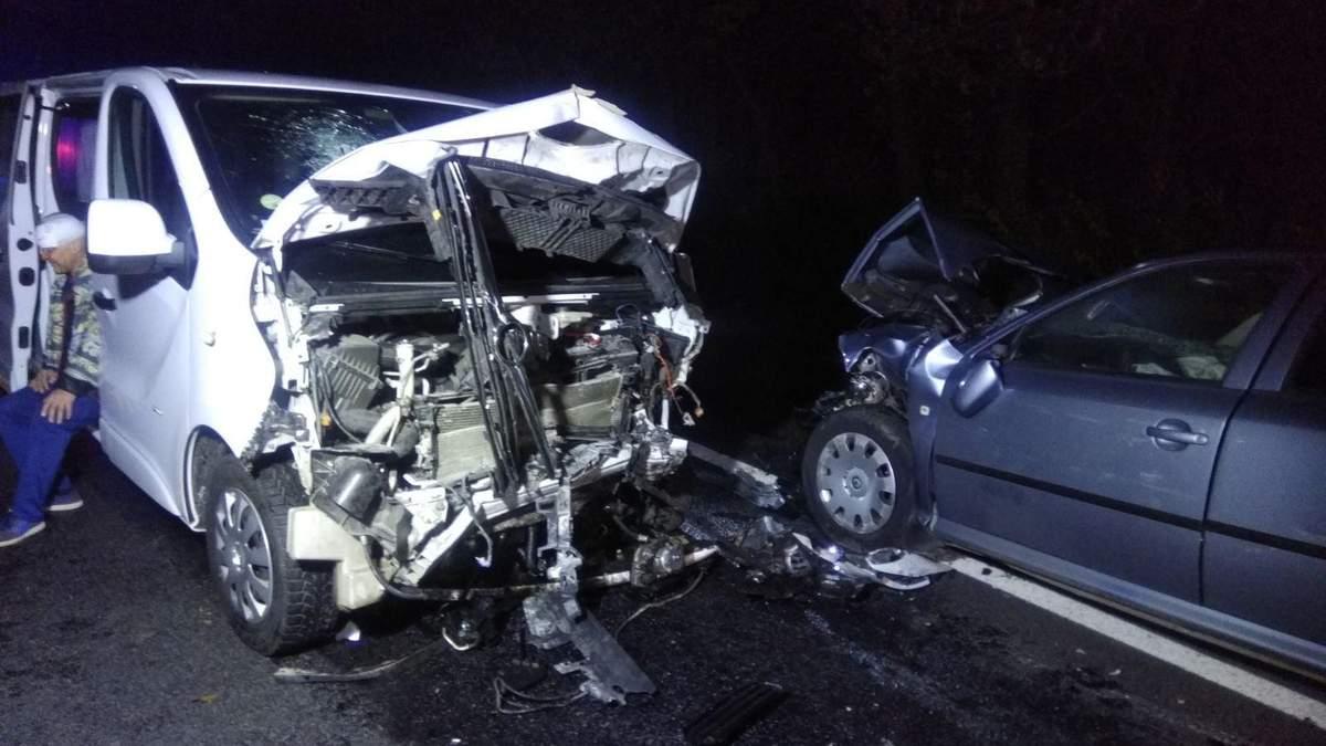 На Львівщині трапилась нищівна ДТП: автівки розтрощило вщент – фото