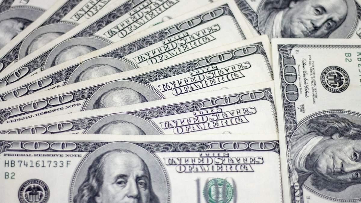Вкрали гаманець з 3500 доларів: у центрі Львова затримали 3 жінок