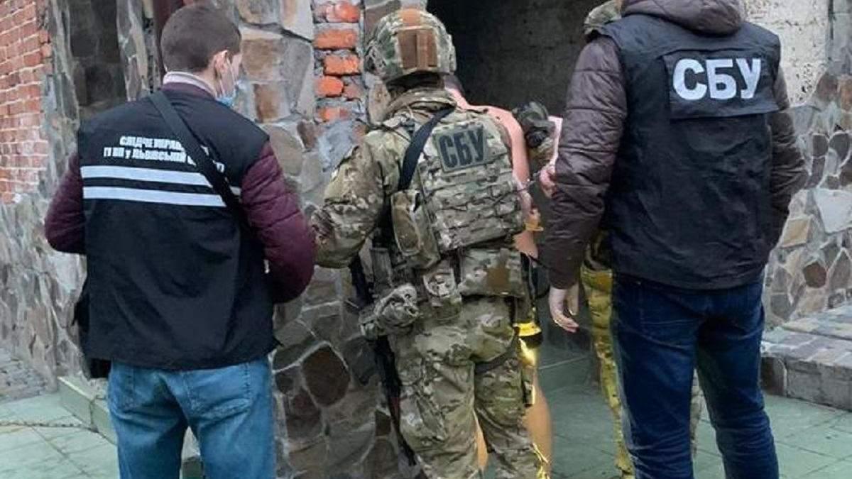 Викрали людину та вимагали 3,7 тисячі доларів: у Львові затримали злочинну групу – фото