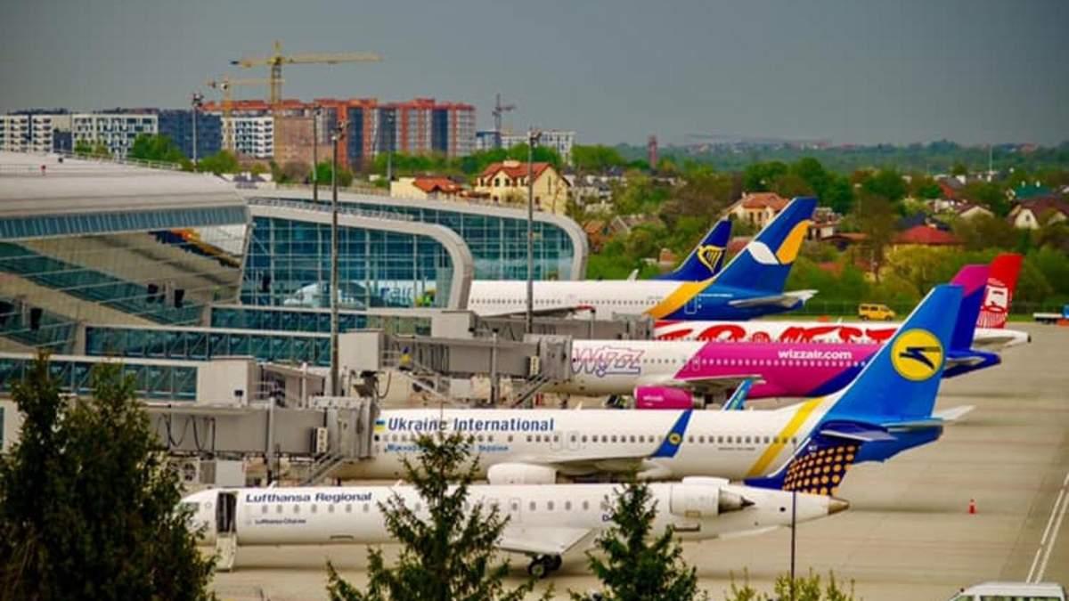 Нашій державі не потрібні успішні менеджери, – Садовий відреагував на обшук у аеропорті Львів