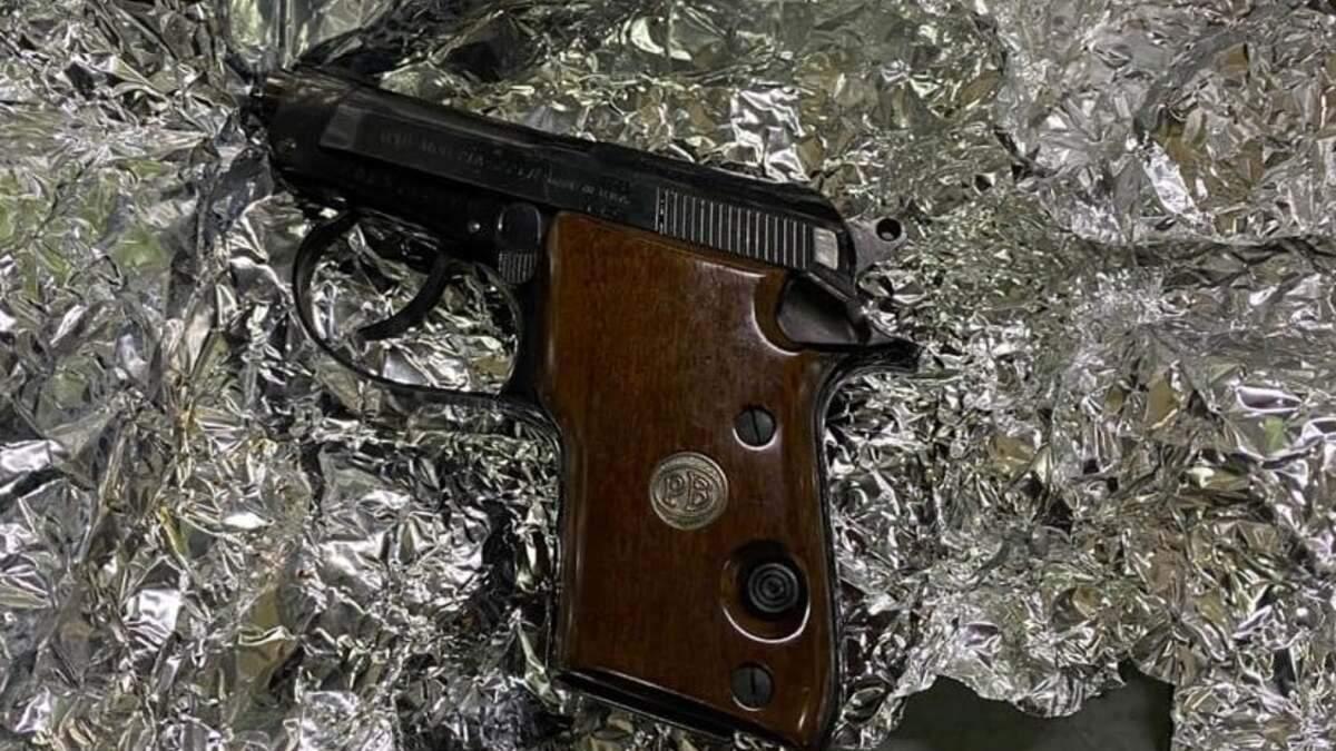 Контрабанда из США: таможенники нашли оружие в отправлениях