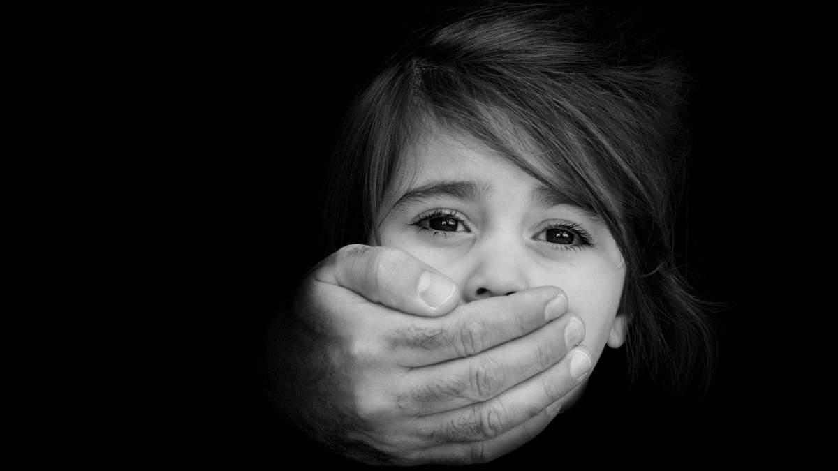 Насиловал 5-летнюю дочь: во Львовской области осудили горе-отца
