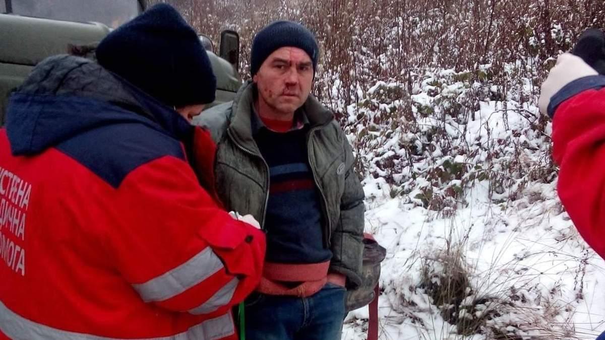 Угрожали раздавить: на Львовщине экоактивистов привязали к лесовоза и избили