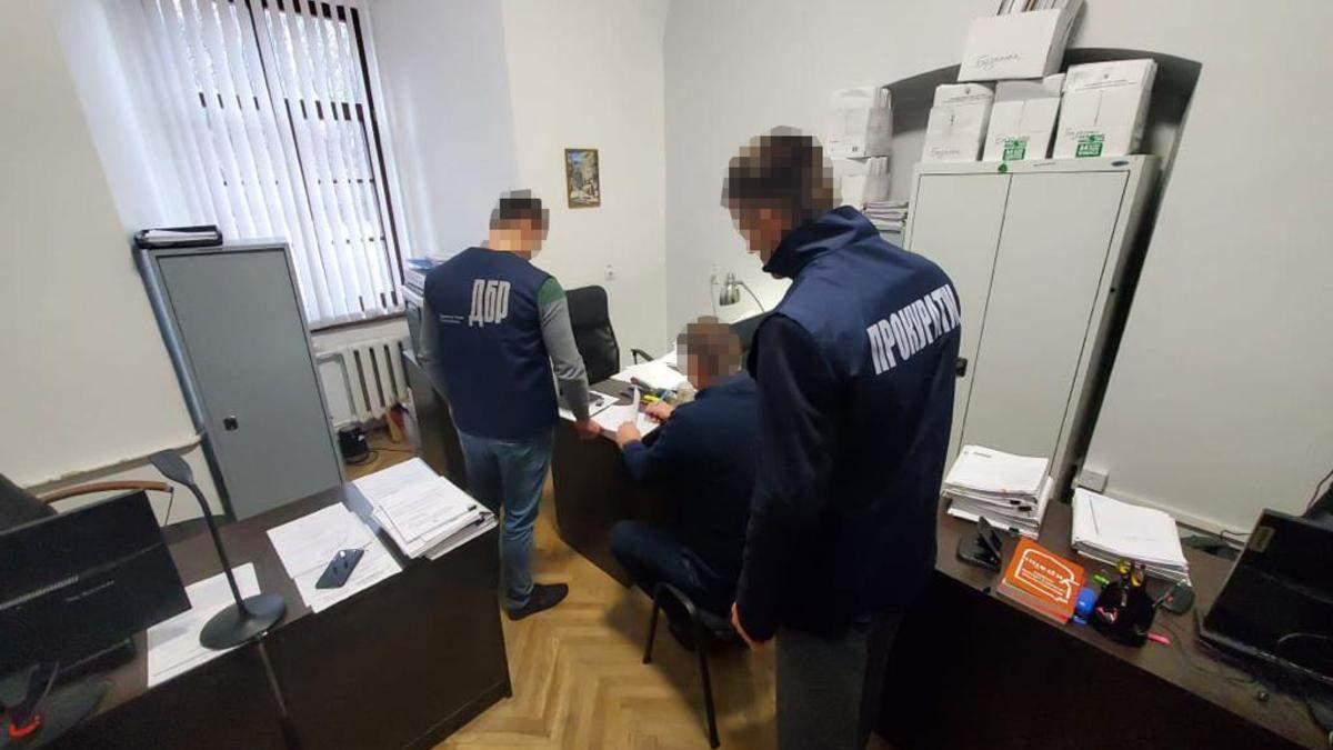 Во Львове должностному ДФС сообщили подозрение за наезд на патрульного