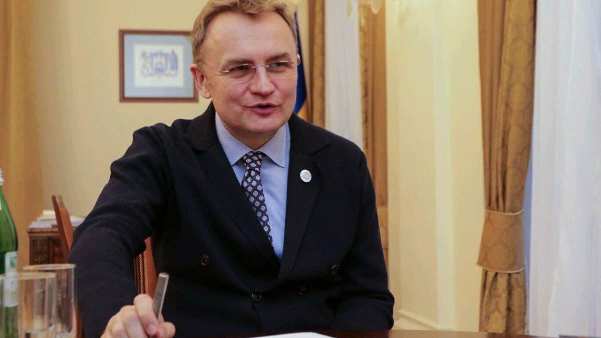 Моральна дилема: Садовий озвучив сумніви щодо купівлі автобусів у Білорусі