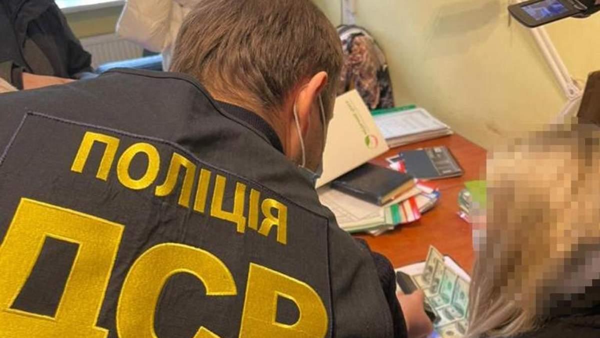 Взяла 500 доларів хабаря: у Львові затримали директорку комунального підприємства ЛМР – фото