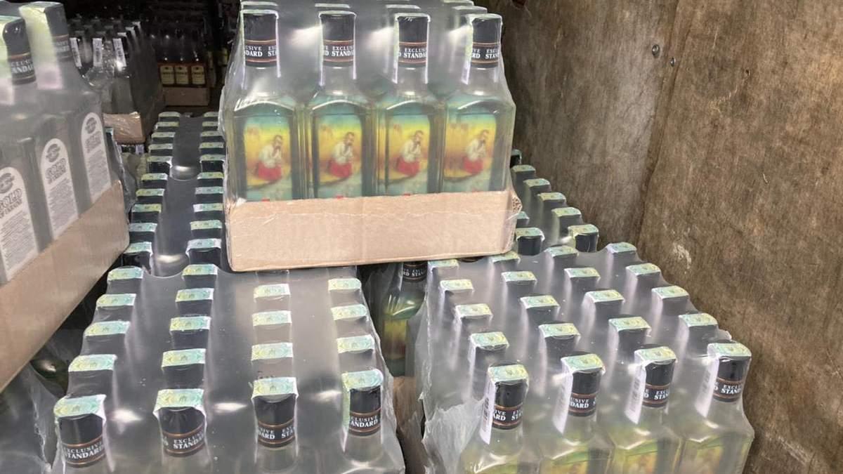Почти 690 литров водки неизвестного происхождения: на Львовщине задержали вероятного контрабандиста
