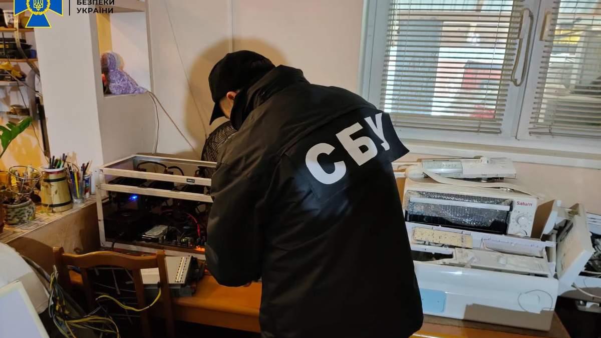 Воровали биткойны со счетов клиентов: на Львовщине СБУ разоблачила схему майнинга криптовалюты - фото