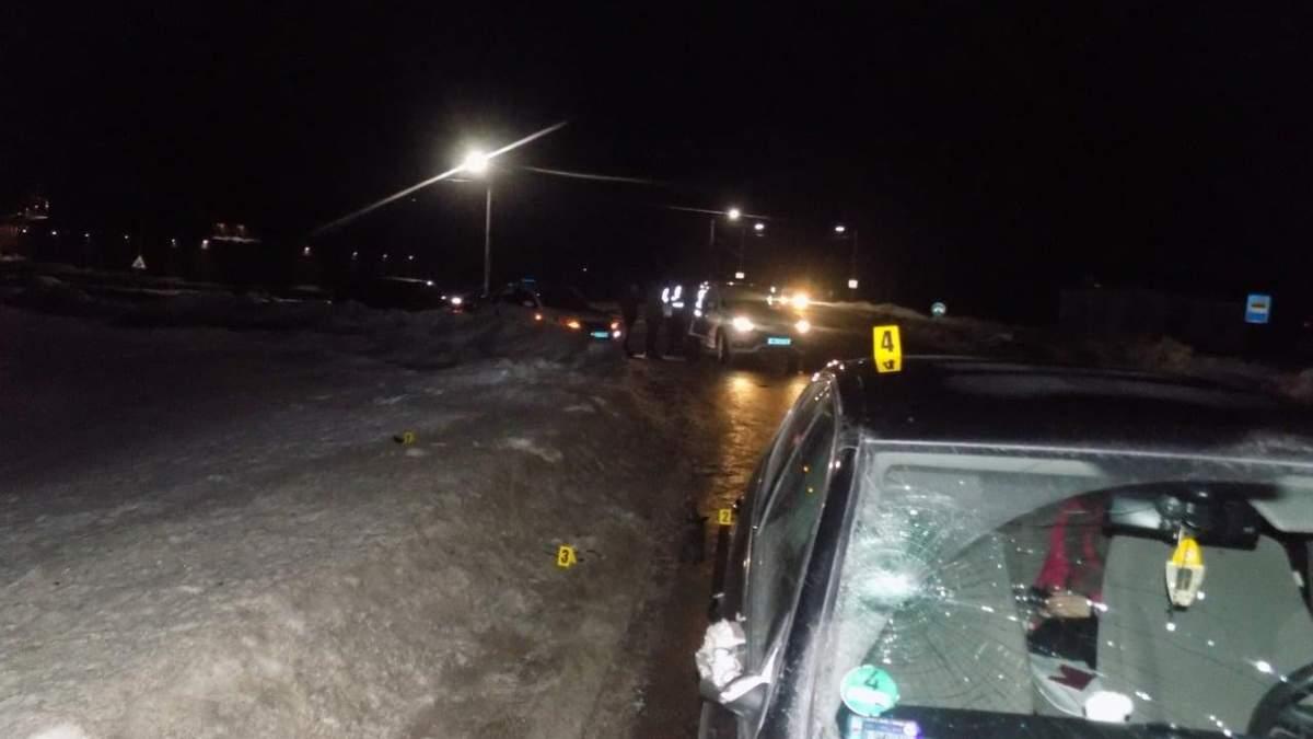 Чоловік потрапив у лікарню: на Львівщині 20-річний водій збив пішохода – фото