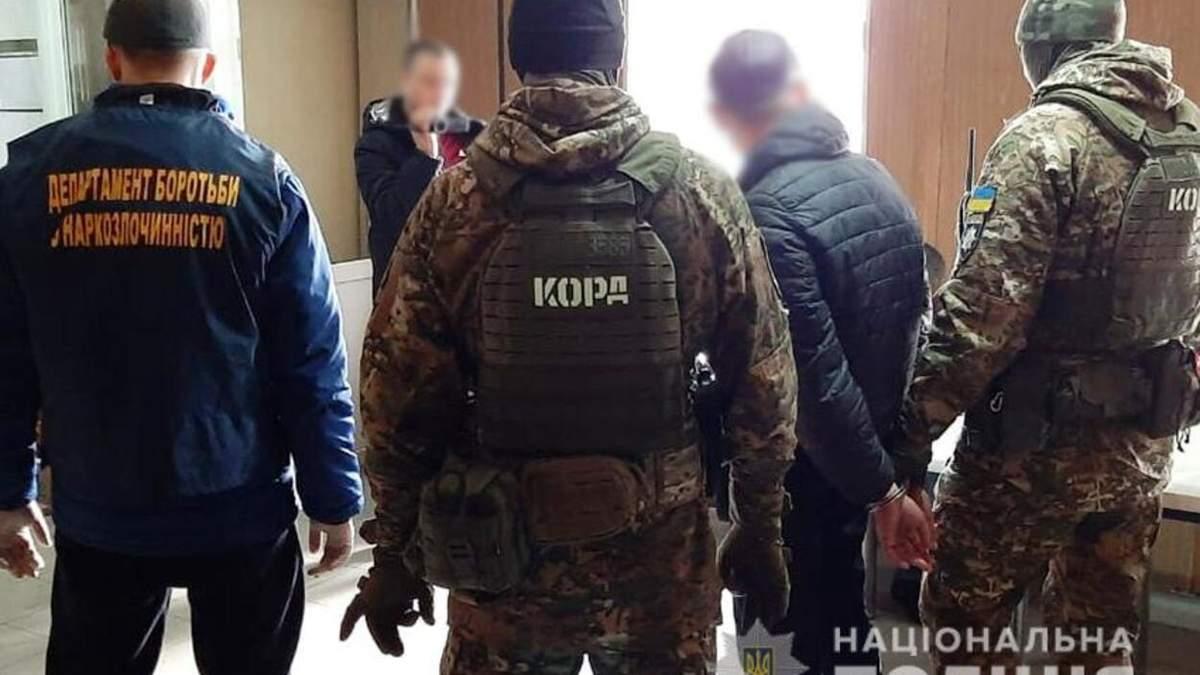 Во Львове спецназовцы задержали банду наркоторговцев: фото и видео