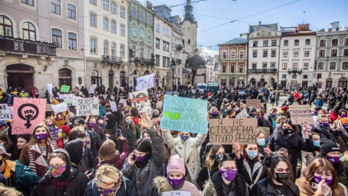 Во Львове состоялся масштабный марш в поддержку женщин: фото