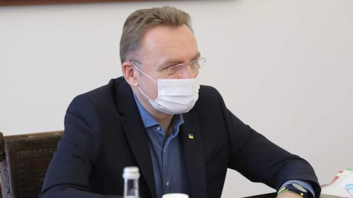 Критически не хватает врачей, – Садовый попросил помощи из-за сложной ситуации во Львове