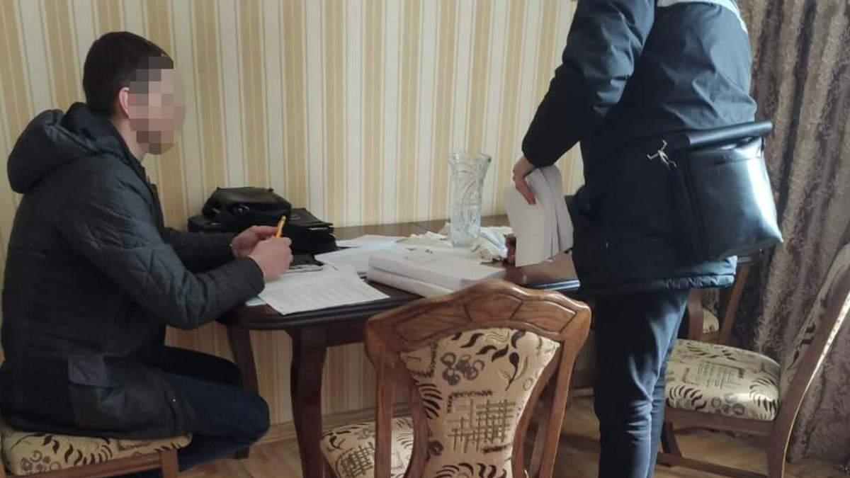 Строили велопарковки: двух львовян подозревают в хищении 1,35 миллиона гривен – фото
